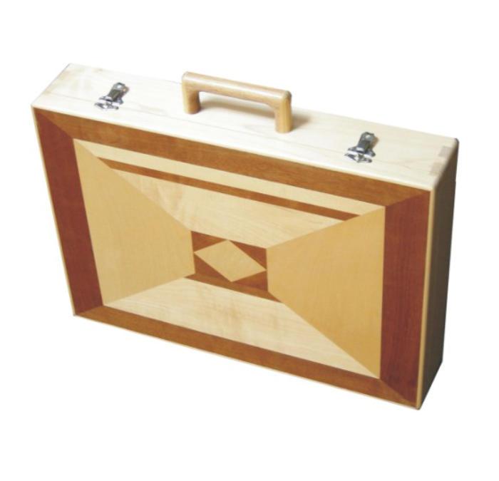 koffertje, esdoorn en walnoot