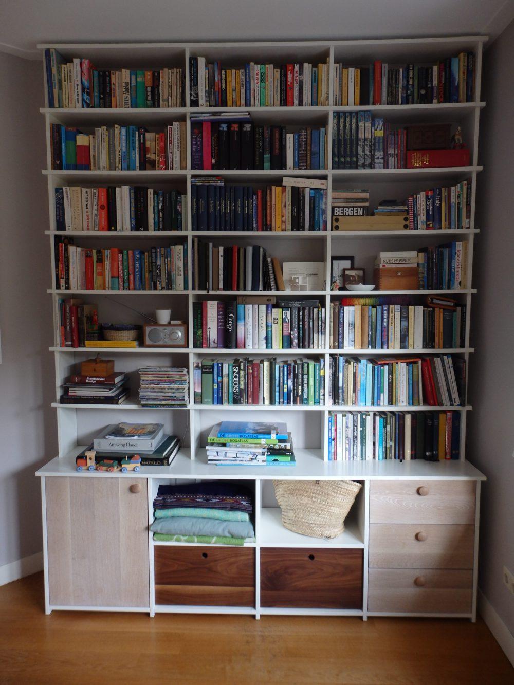 boekenkast MDF en eiken
