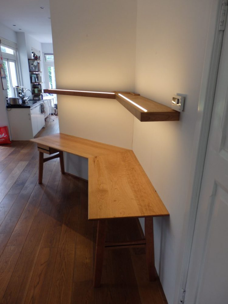 bureau en boekenplank, kersen en ebben